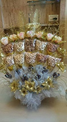 ~ Pin by Rashi Jain on Wedding decor Bridal Gift Wrapping Ideas, Wedding Gift Baskets, Indian Wedding Gifts, Creative Wedding Gifts, Engagement Decorations, Wedding Decorations, Decor Wedding, Thali Decoration Ideas, Trousseau Packing
