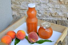 Nectar de piersici sau nectarine făcut în casă. Rețeta de nectar natural de casă, fără conservanți. Cum se face nectar de fructe? O băutără delicioasă din fructe, pentru iarnă. Puteți face nectar de piersici, de nectarine sau din mix între cele două fructe. Hot Sauce Bottles, Healthy Lifestyle, Deserts, Goodies, Food And Drink, Drinks, Syrup, Canning, Sweet Like Candy