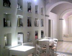 Restyling da vinaino a galleria art bar. dettaglio delle nicchie della sala.