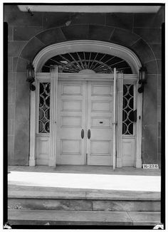 A lunette over the door and sidelights on either side. Alfred Battle Home, Greensboro Avenue, Tuscaloosa, Tuscaloosa County, Alabama. Photos from Survey HABS AL-226. Library of Congress.
