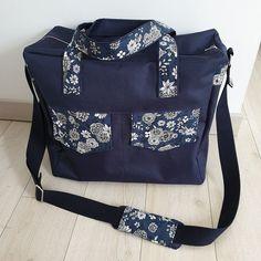 Alexiane Guy sur Instagram: J'ad♡re ... Toile à sac + coton fleuri 🌼 Maxi besace zip zip de @patrons_sacotin #patronsacôtin #sacôtinaddict #coutureaddict #sacaddict…