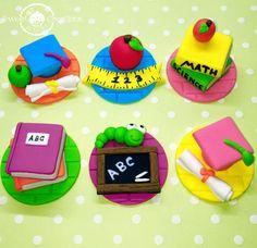 Fondant Graduation School 3D cupcake by SweetCreationByCarey