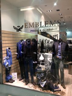 Emblems | Escaparate4  #moda #escaparatismo #visualmerchandaising