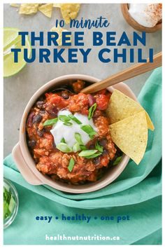Hypoallergenic Pet Dog Food Items Diet Program This Hearty Chili Is Packed With Lean Ground Turkey, Three Types Of Beans, Spiced To Perfection And Cooked In Diced Tomatoes. A Delicious Comforting Meal Thats Ready In 10 Minutes Healthy Soup Recipes, Easy Healthy Dinners, Spicy Recipes, Vegetarian Recipes, Chili Recipes, Healthy Cooking, Keto Recipes, Healthy Eating, Papaya Recipes