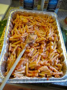 Easy, delicious, and cheap baked ziti - FoodGaZm. Cooking For A Crowd, Food For A Crowd, Big Crowd, Large Crowd, Birthday Party Meals, 5th Birthday, Mermaid Birthday, Cheap Catering, Dessert Catering
