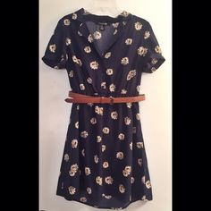 Forever 21 belted dress Navy floral dress from Forever 21. Comes with belt. Forever 21 Dresses