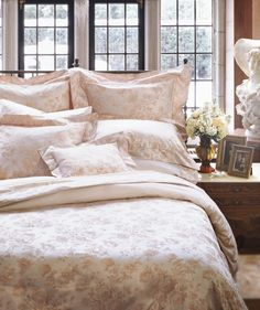 Millefleur collection by Eastern Accents. 600 thread count sateen. Italian fine linen.