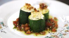Gevulde courgettes maar dan met feta en gebakken champignons als vulling en gebakken rijst als bijgerecht.