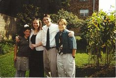 Chris Evans. OLD PINTURE!! Photos with his brother and his sisters