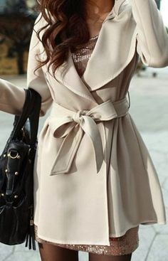 Lovely half white trench coat for winter . I love the coat, but I've been seeing more of this trend where the coat is a bit shorter than the skirt/dress beneath, and I'm not a fan . Fashion Mode, Look Fashion, Fashion Beauty, Womens Fashion, Simply Fashion, Fashion Fall, Street Fashion, Fashion News, Pastel Outfit