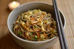 Sauteed noodles EXPRESS in Chinese style - shrimp Indian Food Recipes, Asian Recipes, Healthy Recipes, Ethnic Recipes, Yummy Recipes, Love Eat, Love Food, Korean Food, Chinese Food