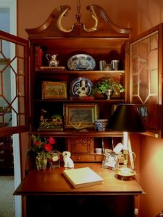 Lovely display -- secretary desk with blue and white transferware, staffordshire dog, ivy, gilded frames, candlestick lamp with black shade English Cottage Style, English Country Decor, English Style, French Country, Sweet Home, Décor Antique, Secretary Desks, Secretary Desk With Hutch, Decoration Design