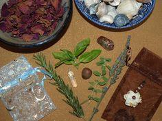 Items that make up a gris gris bag. Voodoo Halloween, Halloween Queen, Halloween Party, Voodoo Doll Spells, Voodoo Dolls, Spiritual Beliefs, Spirituality, Magick, Witchcraft