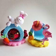 Aquele porta bombom que serve pra qualquer lembrancinha em qualquer data Simples assim ♥️♥️ Clay Crafts, Arts And Crafts, Jumping Clay, Clay People, Cake Decorating With Fondant, Clay Mugs, Pasta Flexible, Clay Art, Flamingo