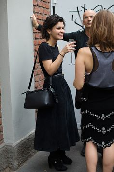 all in black - t-shirt, skirt, bag and shoes - the created silhouette makes the difference, so interesting! #the sartorialist
