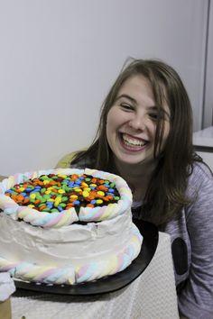 um bolo colorido para uma morg colorida