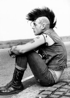 Punk. nuevo muñeco???? I'd love to stand my hair like that.