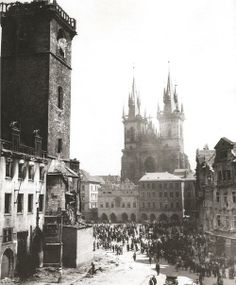 March with Old Market Square: Prague in May 1945 by J. Great Photos, Old Photos, Prague Photos, Prague Czech Republic, Old Town Square, Pictures Of People, Bratislava, City Photography, Vintage Pictures