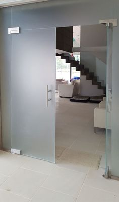 frameless glass partition with hinged doors and privacy glass Glass Hinges, Sliding Glass Door, Glass Doors, Glass Room Divider, Frosted Glass Door, Sliding Door Systems, Interior Sliding Barn Doors, Loft Room, Privacy Glass