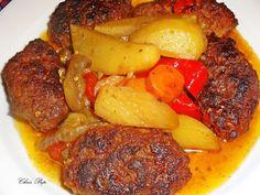 2 καρότα,2 κρεμμύδια,3 μελιτζάνες,3-4 κόκκινες πιπεριές,2 σκελίδες σκόρδο,αλάτι,πιπέρι,κόκκινο καιμαύρο,6 πατάτες οχι πολύμεγάλες,ελαιόλαδο,1 κύβο βοδινού,2-3 ντομάτες.  Πλένετε και κόβετε τα λαχα Cookbook Recipes, Cooking Recipes, Mince Meat, Greek Recipes, Pot Roast, Chicken, Dinner, Breakfast, Ethnic Recipes
