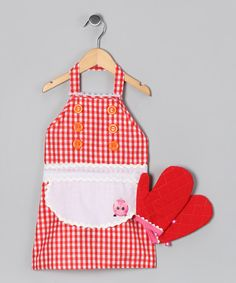 Perfect for tiny sous chefs who like to taste test and help out in the kitchen, this Lalaloopsy apron and oven mitt set protects little fingers and keeps clothes clean.Includes apron and two oven mitts100% polyesterHand washImported