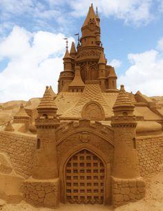 http://www.hongkiat.com/blog/sand-castles-sculptures/