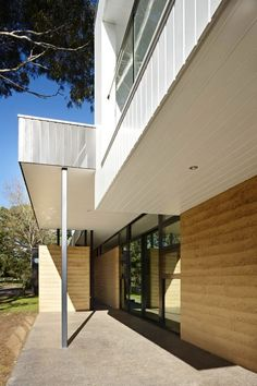 Read more on Grand Designs Australia: Series 3 · Episode 3 Livable Sheds, Grand Designs Australia, Rammed Earth Homes, Latest House Designs, Earth Design, Future House, Building A House, Pergola, Earth House