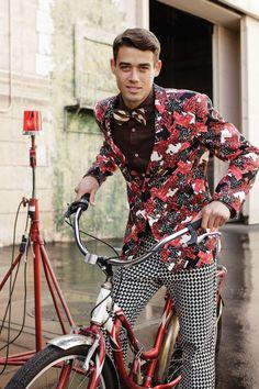 Hello insane pattern mixing, beautiful blazer, and those pants, I love it!  XD XD