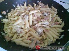 Πέννες με μανιτάρια αλα κρεμ #sintagespareas Pasta Salad, Cabbage, Vegetables, Cooking, Ethnic Recipes, Food, Crab Pasta Salad, Kitchen, Essen