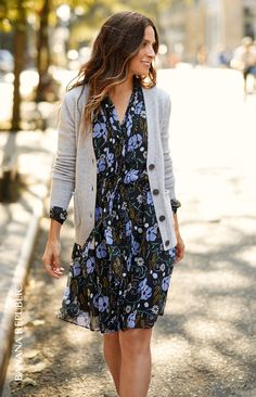 Add a flirty touch to your look with our flowly floral print tie neck detail dress | Banana Republic