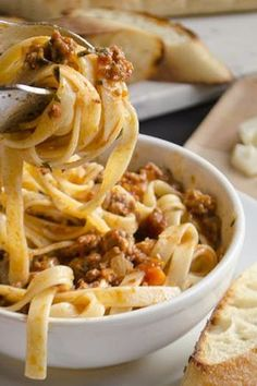 The 10 Best Giada De Laurentiis Pasta Recipes of All Time: From creamy lobster sauce to lemony pesto, these ten best Giada recipes give us some of the most tasteful noodles around. Giada Recipes, Chef Recipes, Food Network Recipes, Pasta Recipes, Dinner Recipes, Cooking Recipes, Giada In Italy Recipes, Dinner Ideas, Gourmet