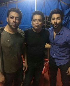 Salman Khan with Sajid Nadiadwala and Varun Dhawan at YRF Studios (September ! Salman Khan Wallpapers, Die Heart Fan, Movie Teaser, Girls Diary, Vintage Bollywood, Varun Dhawan, King Of Hearts, Dream Boy, Love Pictures