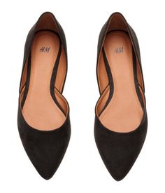 Ballet pumps in imitation suede with pointed toes, wraparound at the sides and rubber soles.