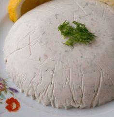 La spuma di tonno è un ottimo antipasto da preparare per i pasti del Natale.