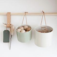 Grow wall hanging pot medium
