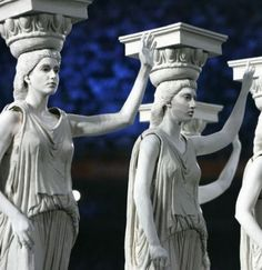 Performers dressed as ancient greek statues/Athens 2004 - Opening Ceremony