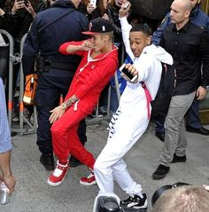 imagine: justin is walking down the street and he sees u with your friends. he asks you out right there on spot and you say sure cuz it's justin bieber lol when you walk away he and his friends are doing a victory dance like this ^^^
