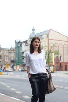 Czarne cekinowe spodnie w codziennej stylizacji - Novamoda Stylizacje, novamoda style, sequined trousers, sequined pants