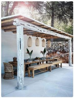 The pergola kits are the easiest and quickest way to build a garden pergola. There are lots of do it yourself pergola kits available to you so that anyone could easily put them together to construct a new structure at their backyard. Diy Pergola, Pergola Kits, Pergola Ideas, Modern Pergola, Pergola Roof, Outdoor Pergola, Covered Pergola, White Pergola, Covered Patios