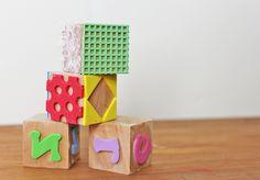 Sellos en cubos de madera