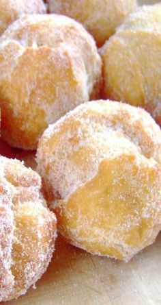 Hawaiian Doughnuts – Malasadas Recipe for Hawaiian Doughnuts - Malasadas - Malasadas are one of the all time favorite snacks. If you make these, prepare to rapidly become more popular with all of your friends. Donut Recipes, Snack Recipes, Cooking Recipes, Guam Recipes, Hawaiian Desserts, Hawaiian Recipes, Hawaiian Dishes, Hawaiian Cupcakes, Hawaiian Luau