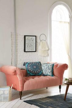Love this style of couch, and the color too Antoinette Fainting Sofa - Coral Apartment Furniture, Home Furniture, Furniture Movers, Dream Furniture, Coral Furniture, Furniture Vintage, Custom Furniture, Sofas For Small Spaces, Velvet Sofa