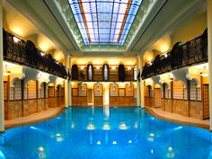 Stay in one of the finest 5 star hotels in Budapest. Formerly the Royal Hotel Budapest, Corinthia is a pillar of grand luxury. Budapest Spa, Budapest Hungary, Spa London, Beautiful Pools, Great Hotel, Luxury Spa, Hotel Spa, Paris Travel, Hotel Reviews