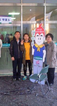@H_yoon_hee 생애 첫 투표를 부모님과 함께~!! 저희 가족은 철저한 비밀투표 했습니다^^