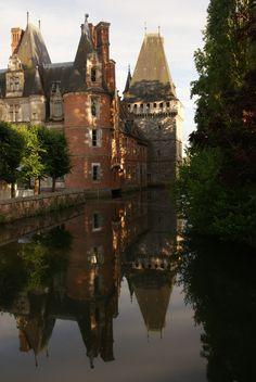 Maintenon, famous for Madame de Maintenon, Louis XIV's mistress (F)