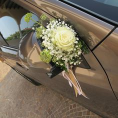 matrimonio elegante e raffinato - Bing images Floral Wedding, Wedding Colors, Wedding Bouquets, Bridal Car, Car Wedding, Wedding Car Decorations, Wedding Transportation, Fairytale Weddings, Party