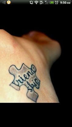 Love this friendship tattoo! The puzzle is a creative idea.