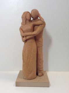 Noivinhos topo de bolo de casamento. Esculturas de madeira. São esculturas originais ou personalizadas para o casal e outras ocasiões. #casamento, #noiva, #noivado, #topodebolo, #bolodecasamento #lembrança, #topodebolomadeira, #noivinhosdemadeira #noivinhosdiferentes #casamentonocampo