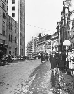 Bucharest - Victory St. year 1946 Little Paris, Bucharest Romania, Photo Archive, Popular Culture, Old Photos, Street View, Places, Memories, Times