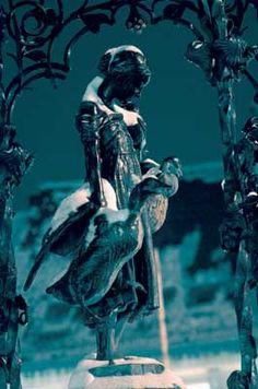 Göttingen_12: Mother Goose in winter dress